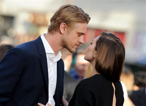 elizabeth olsen and boyd holbrook photos photos