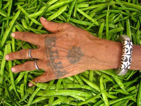 file jaipuri tribal hand tattoo jpg wikimedia commons