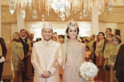 Penjelasan Tentang Baju Adat Sunda susunan proses upacara pernikahan dalam adat sunda satu jam