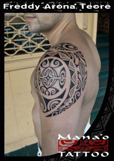 tatuajes en el pubis hombres tatuajes de hombro polinesios hombre tatuajes maori