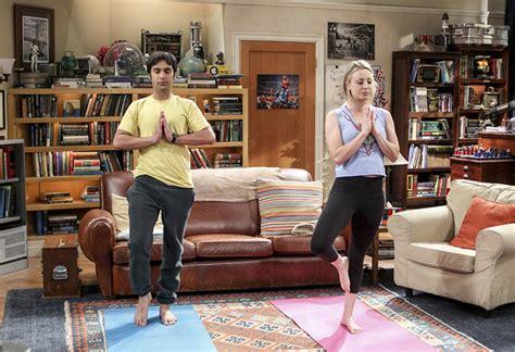 penny tbbt kaley cuoco s love of yoga seeps into big bang theory