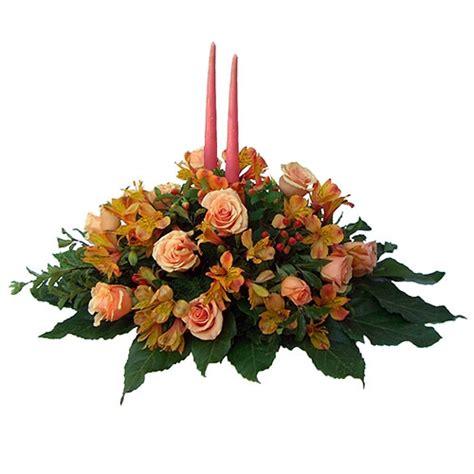 composizioni di candele composizione centrotavola con fiori di stagione e candele
