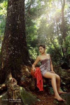 Lukisan Gadis Desa Mencuci Pakaian model gadis desa