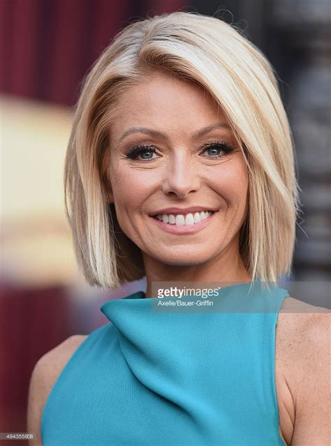 kelly ripa current hairstyle kelly ripa honored with star on the hollywood walk of fame