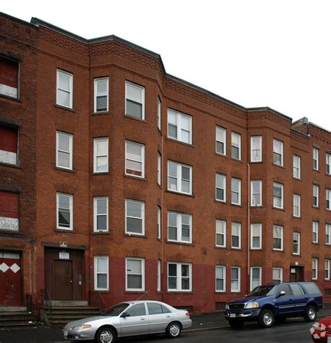 Apartments In Holyoke Ma Sargeant West Apartments Rentals Holyoke Ma