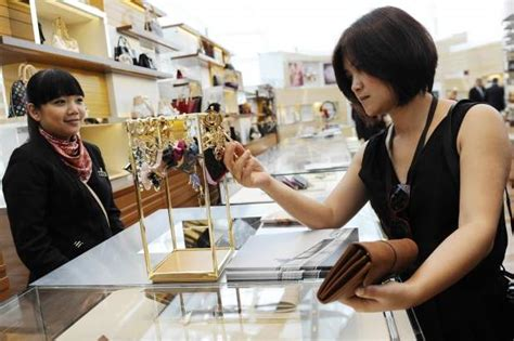 snooty sales clerks may boost sales in luxury stores report