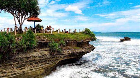 pantai batu hiu pangandaran legenda lokasi keindahan