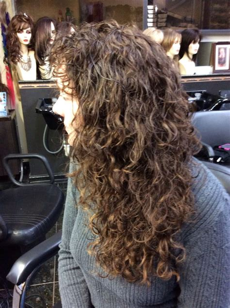 photos of the diffrence between a spiral perm and a nomal perm spiral perm hair pinterest spiral perms perms and