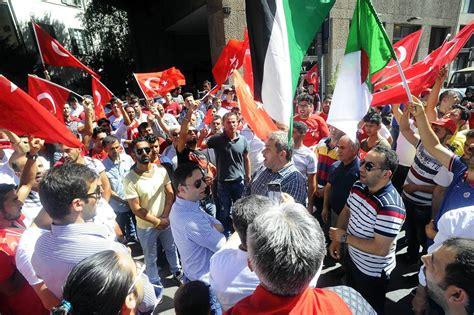 consolato turco a tentato golpe presidio al consolato turco corriere it