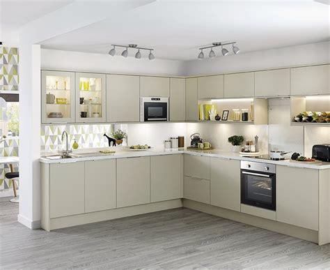 kitchen design howdens stockbridge kitchen range universal kitchens howdens