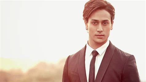 Tiger Shroff HD Wallpaper   Latest Photos,Movie Stills,HD