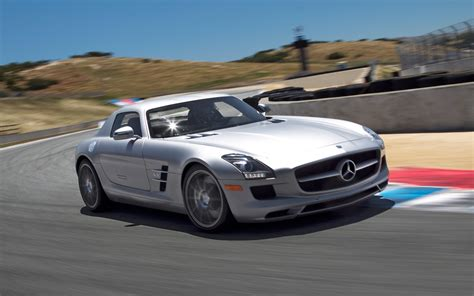 mercedes sls amg 2012 2012 mercedes sls amg front view in motion photo 7