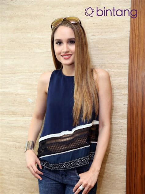 cinta laura main film pitch perfect 3 cinta laura bungkam soal keterlibatannya di film pitch