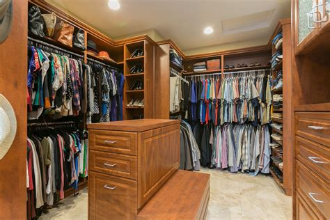 Small Closet Island by 1000 Images About Walk In Closet On