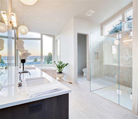 alleinstehende badewanne duschabtrennung aus glas glasduschen saxoboard net