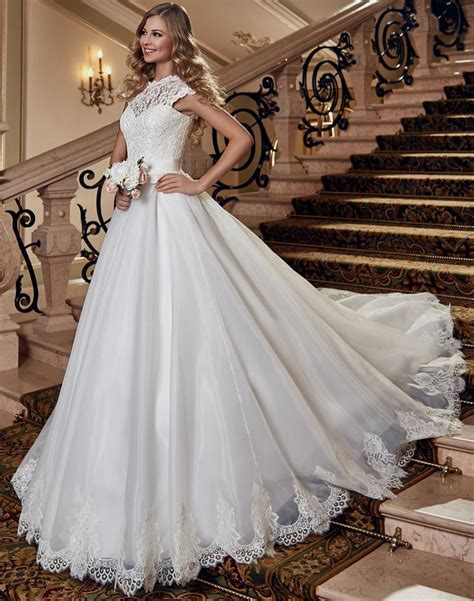 Wedding dress for broad shoulders   Find the best dress