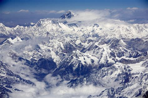 record number of climbers attempting to scale mt everest
