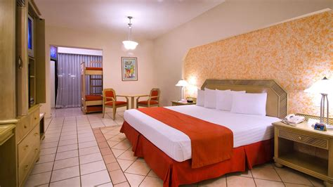 crown paradise club cancun travel  bob