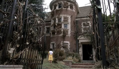 Airbnb Mansion Los Angeles by Want To Spend The Night In American Horror Story S Murder