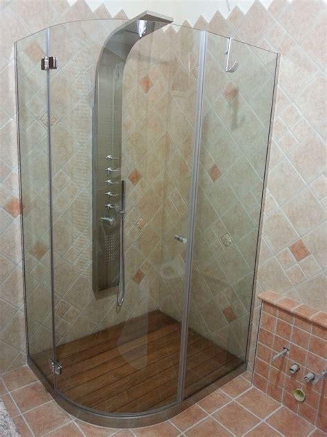 piatti doccia curvi box doccia battente su misura linea curva con ante tonde