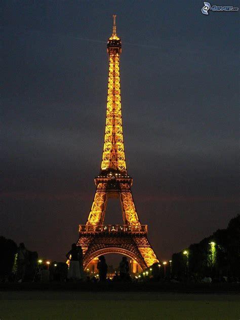 torre eiffel di notte illuminata torre eiffel di notte