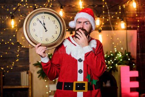 time  wait digital sport businesspeople dream team bearded man  laptop  alarm