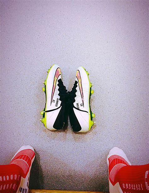 alexis sanchez zapatos de futbol alexis s 225 nchez homenajea a sus perros en sus zapatos as