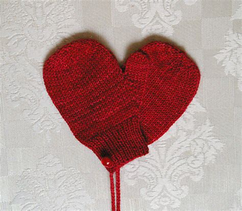 heart mittens pattern the fuzzy square quick diy knit gifts in time for