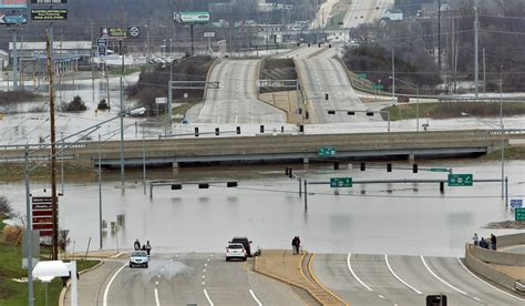 2015 hair show in st louis mo st louis flooding forcing evacuations traffic troubles