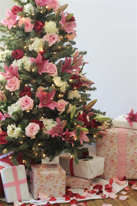 traditionalchristmas tree designed by arcadia floral non traditional holiday color palettes hgtv s decorating