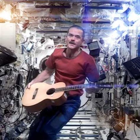 how astronauts go to the bathroom col chris hadfield washcloth crafts