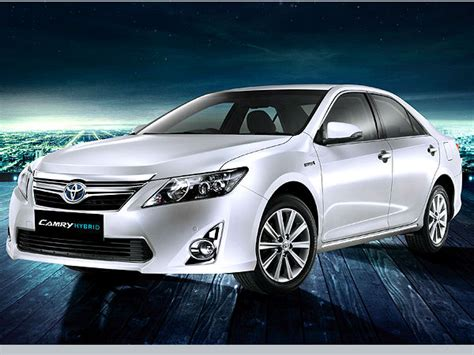 Toyota Hybrid Car Price In India Toyota Camry Hybrid Launched In India Price 29 75 Lakhs