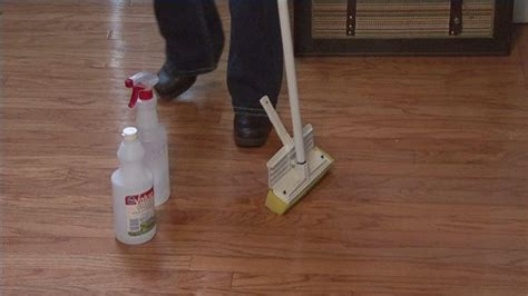 How To Make Linoleum Floors Shine by How To Make Hardwood Floors Shiny Ehow Cleaning