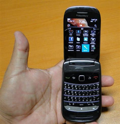 Lcd Blackberry 9670 Style blackberry style 9670 clamshell reveals all in pics pocketnow