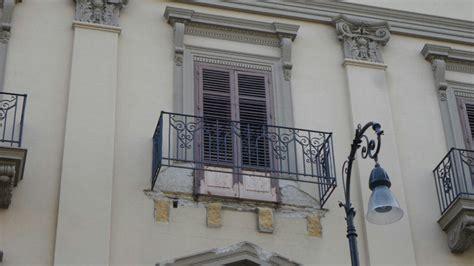 ufficio giudice di pace di palermo palermo crolla balcone dell ufficio giudice di pace