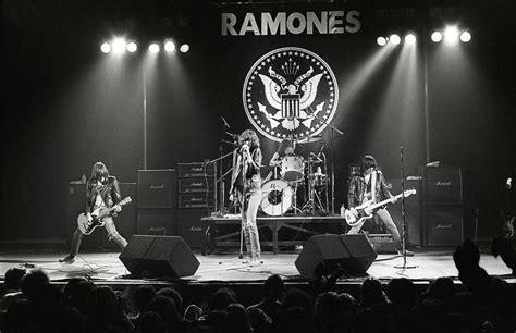 Kaos Ramones Gabba Gabba Hey White Print On Gildan the ramones nyc 1978 goldsmith
