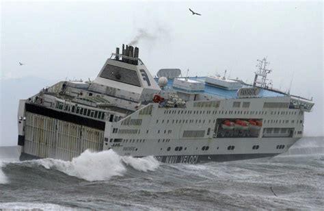traghetto sardegna porto torres maltempo tempesta di san martino nave porto torres