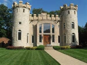 small houses that look like castles 25 best ideas about modern castle on