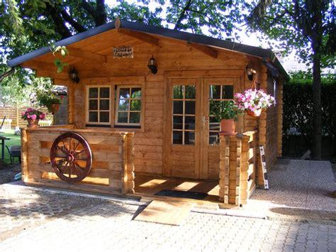 con veranda casette in legno con veranda per godersi il bel tempo