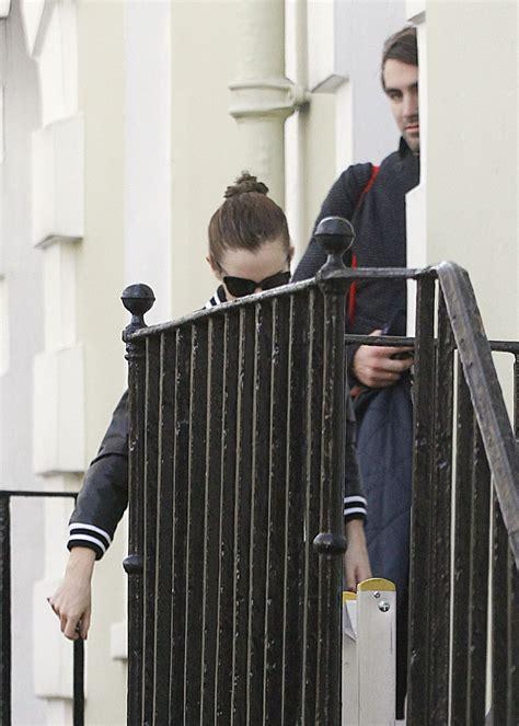 emma watson house london emma watson leaves her home in london hawtcelebs