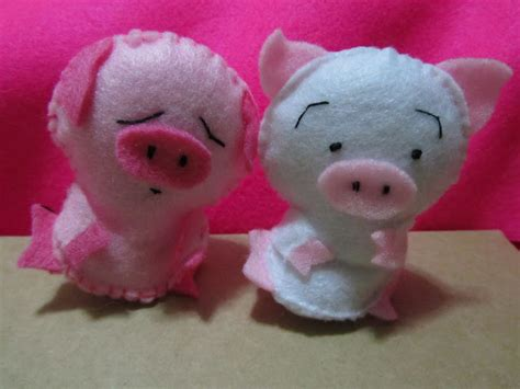 12 pink pig felt for yenny twee s crafting gift project