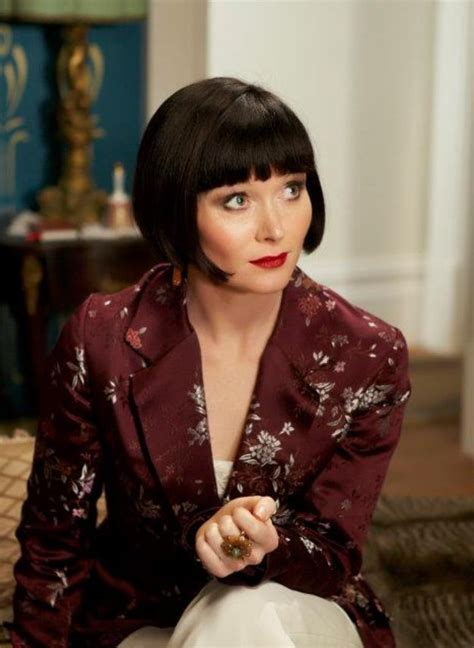 miss fisher hairstyle essie davis miss fisher murder mystery phryne style