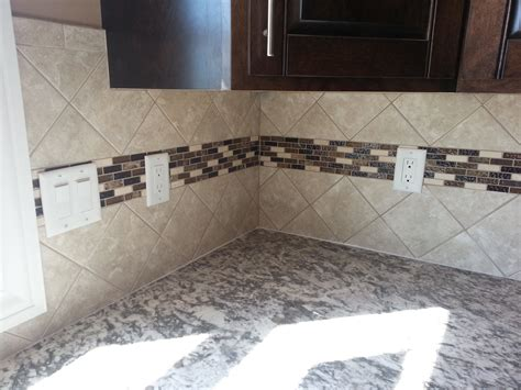 4x4 tile backsplash set at an diagonal with an accent