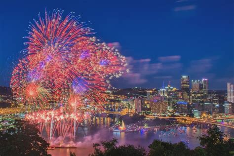 new year parade pittsburgh pittsburgh 4th of july fireworks pittsburgh photographer