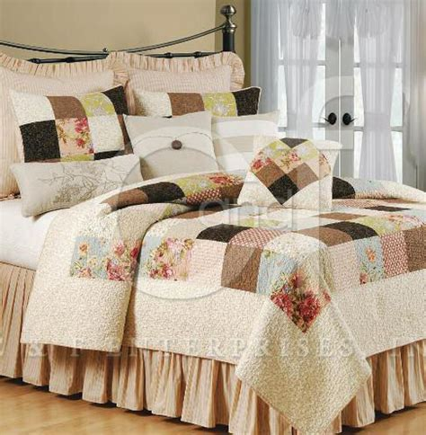 Cottage Bedspreads by Maggie Cottage Quilt And Bedding
