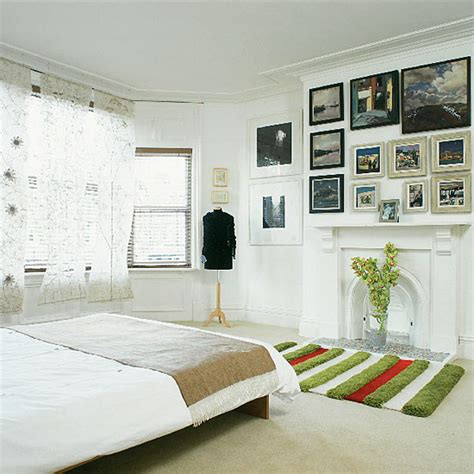 How To Decorate A Bedroom Wall by How To Decorate A Bedroom With White Walls