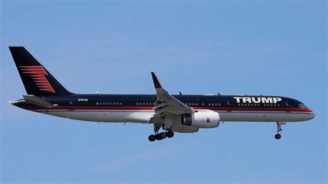 trump s plane donald trump s private plane vs air force one hollywood