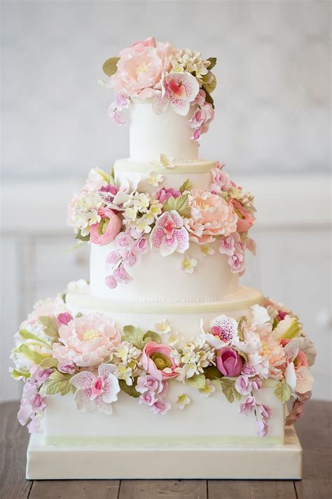 Flowers On Wedding Cakes by Beautiful Floral Wedding Cakes Wedding Cakes With Flowers