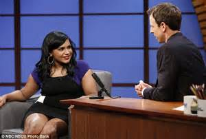 mindy kaling late night mindy kaling tells seth meyers why she hasn t kissed him