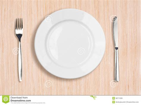 Tisch Betonplatte by White Plate Knife And Fork Top View On Table Royalty Free